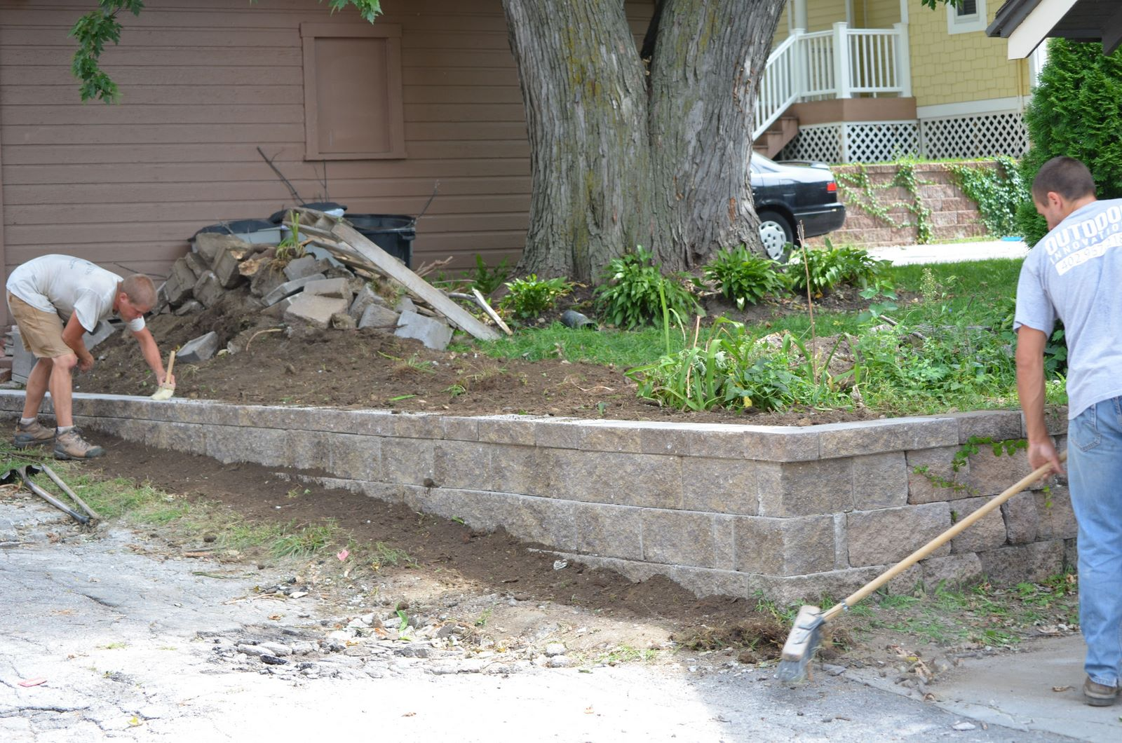 How to install block retaining wall on slope