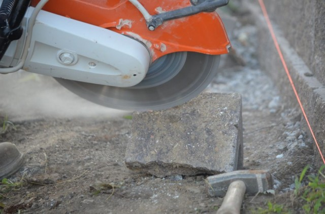 Chainsaw Cut In A Wall : How to build a retaining wall omaha landscape design